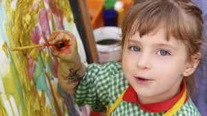 Girl painting as art therapy
