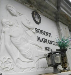 Personalized Italian Ancestry Tour in the Cemetery