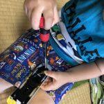 プラレールの電池交換、子どものためのひと工夫