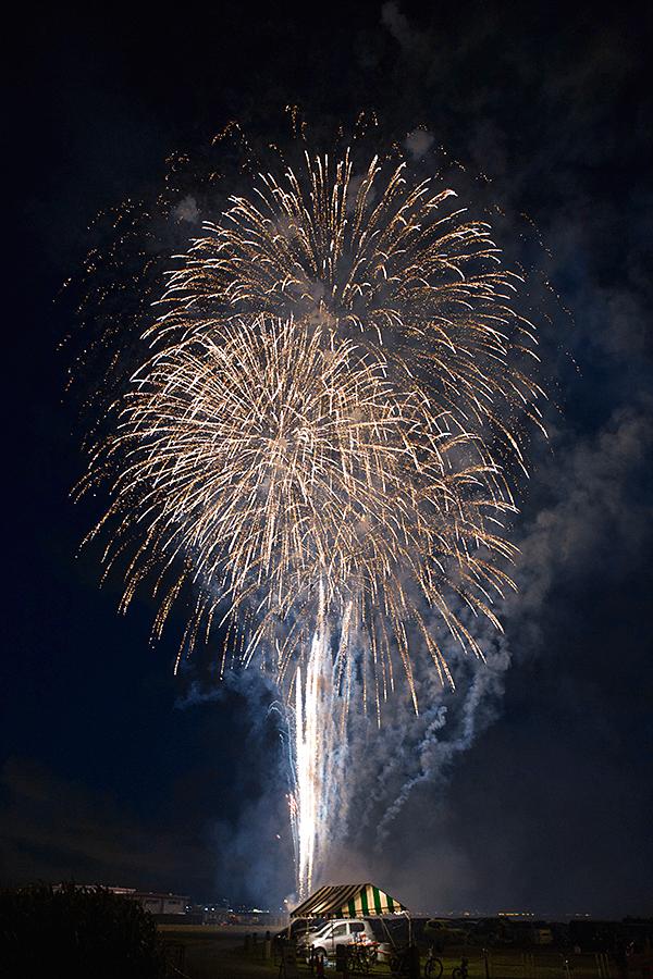 真上の花火