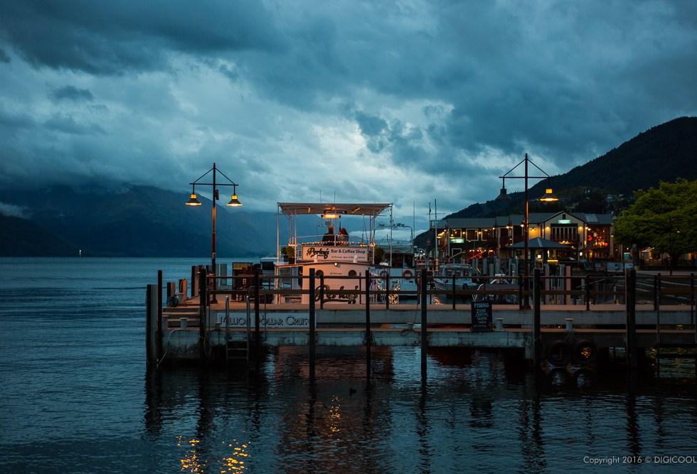 ワカティプ湖の夕暮れ