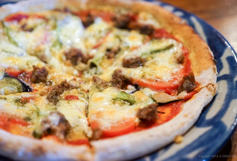 紅豚サルシッチャと旬の野菜のピザ