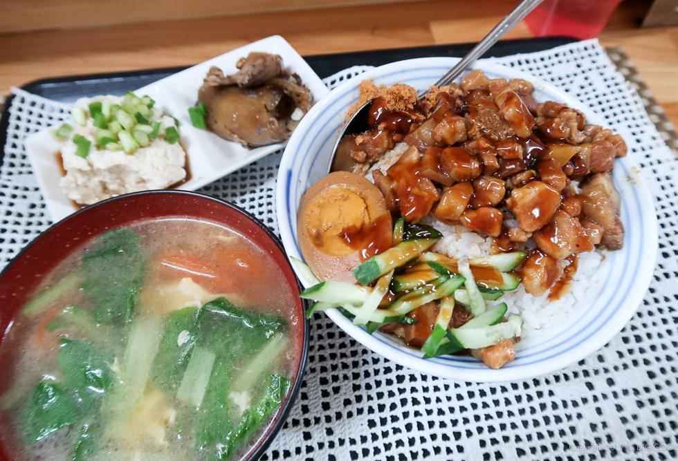 楊の店の魯肉飯