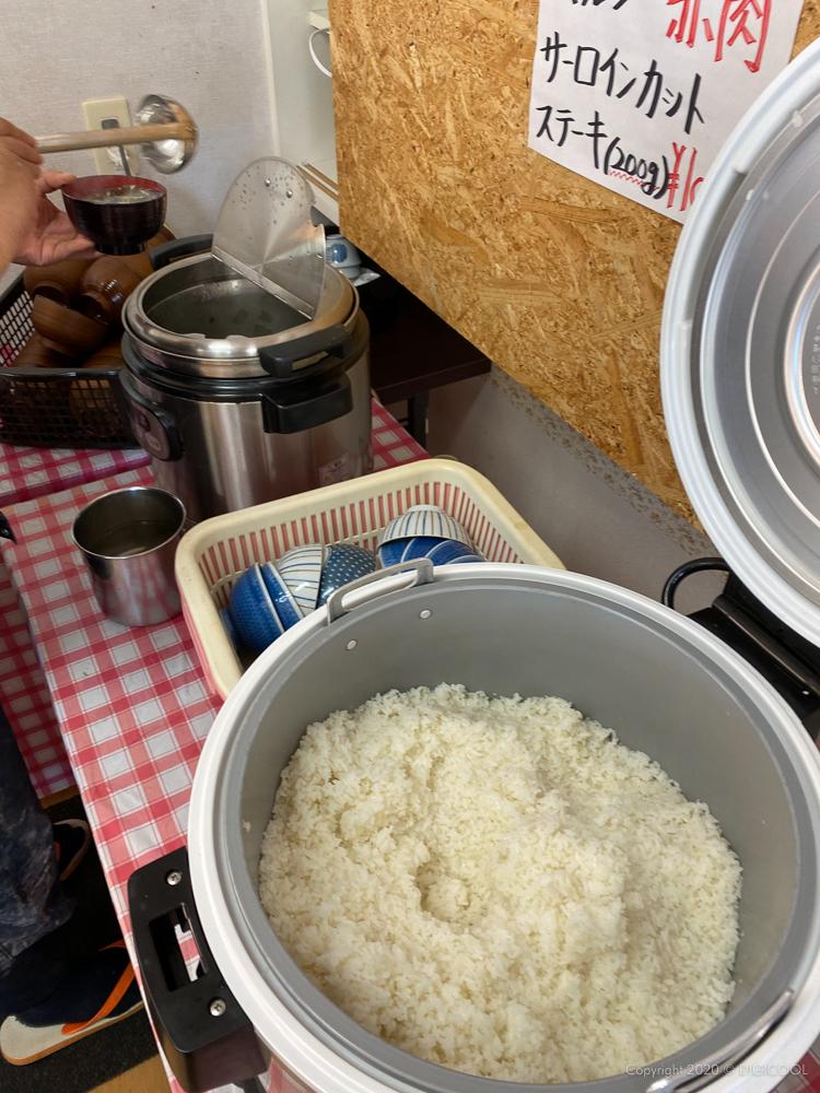 ご飯、スープなどはセルフで。