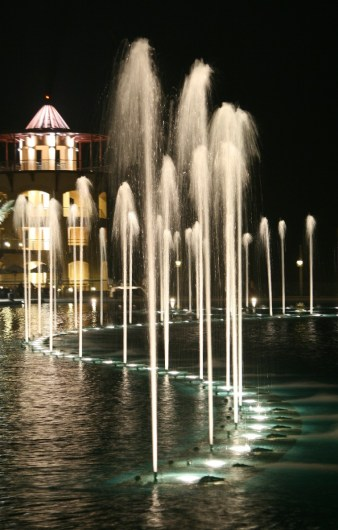al-qout_fountain_night.JPG