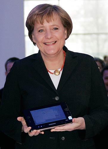 Origami nelle mani della Merkel