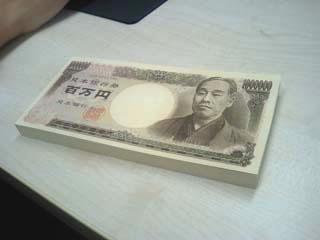 長野県のコンビニで男性がレジに数百万円を置き忘れる