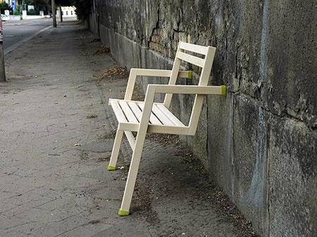 倒れそうで倒れないデザインの椅子「An Lena」