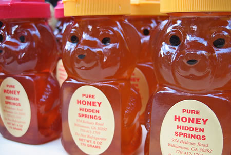 クマ、蜂蜜を盗んだ罪で裁かれる