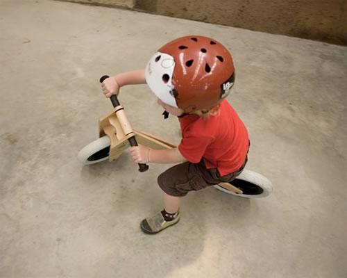 子供の成長に合わせて形を組み替えられるステキ自転車『Skip Hop's Wishbone Bike』