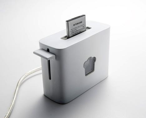 バッテリーの充電おわりました、チン! トースター型の充電器『Toasty Charger』