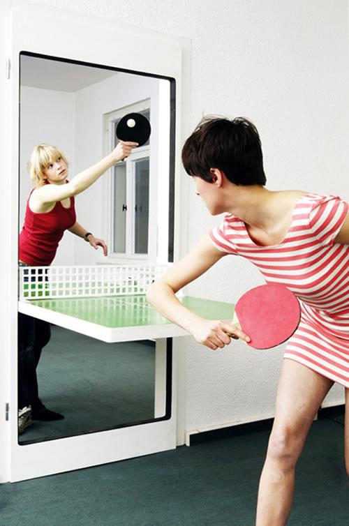 狭い日本の家でもお手軽に卓球が可能になるドア『Ping Pong Door』