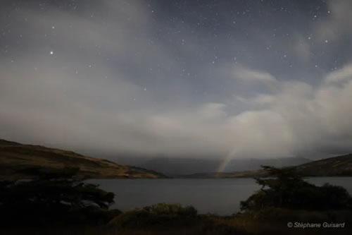 【今日のNASA】天体動画「パタゴニアに浮かぶ月虹と虹」