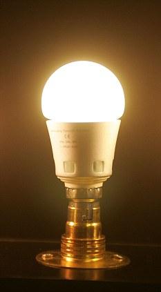 フィラメントよさらば! イギリスで最低25年間点灯するLED電球が発売へ