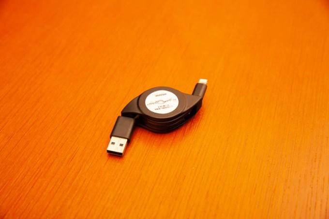 ライトニングUSB充電ケーブル 巻き取り式60cm Amazon