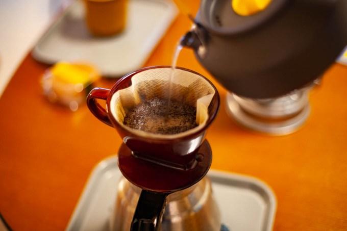 モンベルのヤカンで事務所でドリップコーヒーを淹れる