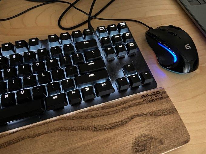電源消してもマウス キーボードの電気がつく