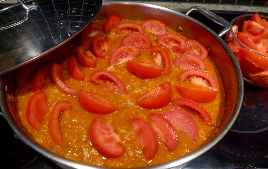 Bring the rice to a boil, then remove from heat and carefully arrange the tomatoes on top.