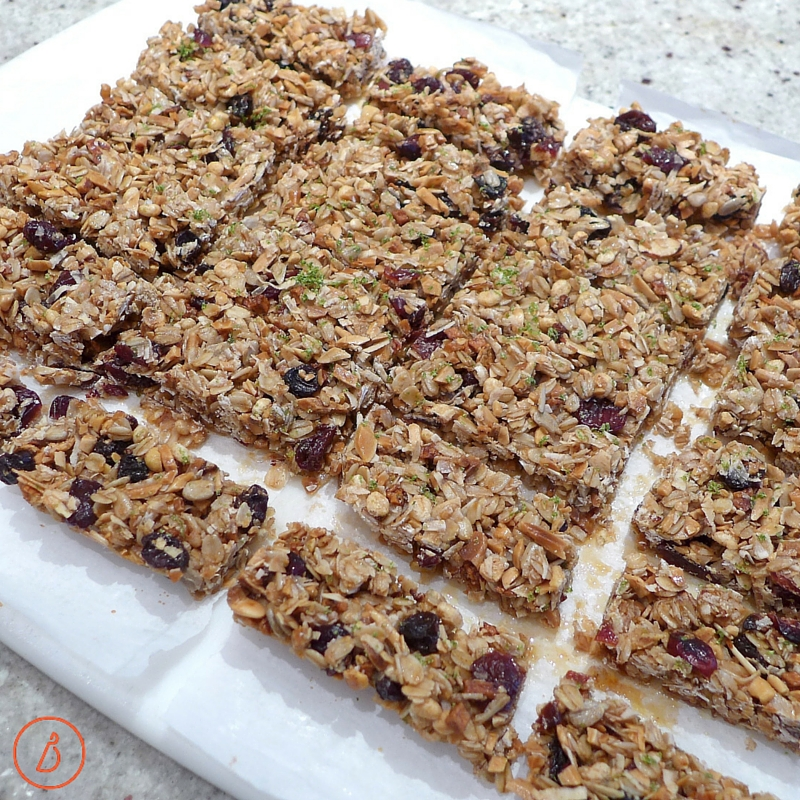 Make these granola bars with different flavors, fruits, nuts or candies for delicious homemade healthy treats all year long.