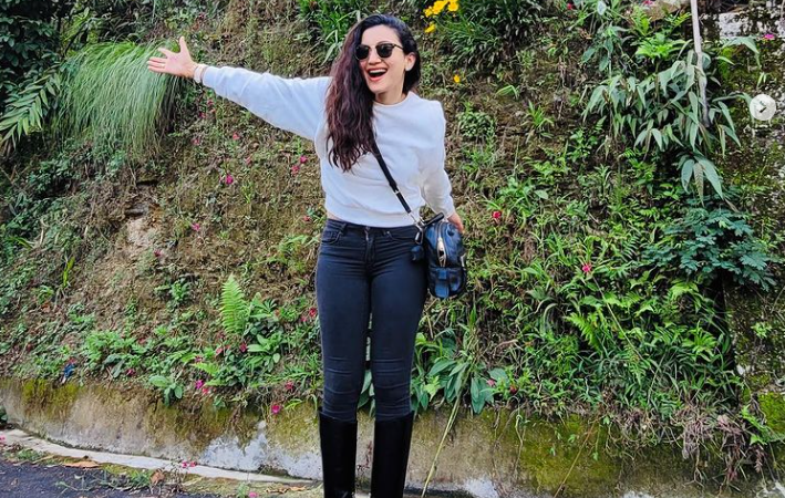 Gauahar Khan Says Goodbye To Mid-Week Blues In A Casual Chic Look