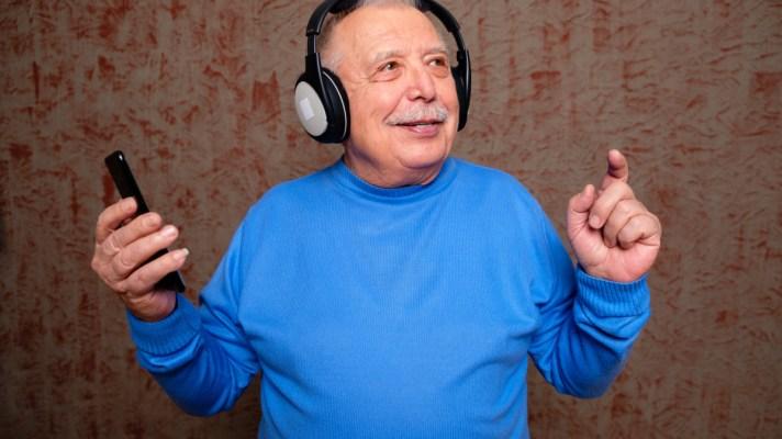 AI radio broadcast for dementia sufferers