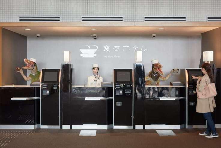 Das Bild zeigt den Einsatz von Robotern im bereich Hotel Empfang