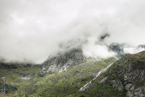 Mountain in Clouds | Lofoten, Norway 2016 | Foto: Marc Ihle