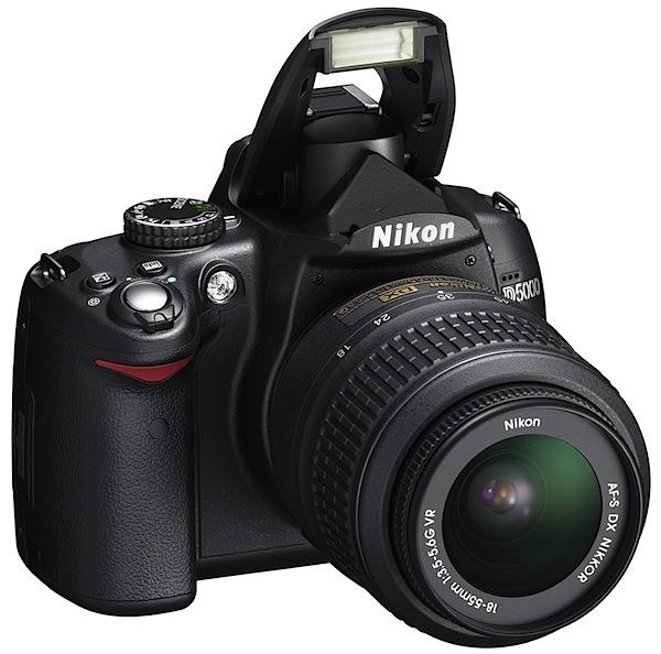 Nikon D5000_18_55_SLup_fr34r_l.jpg