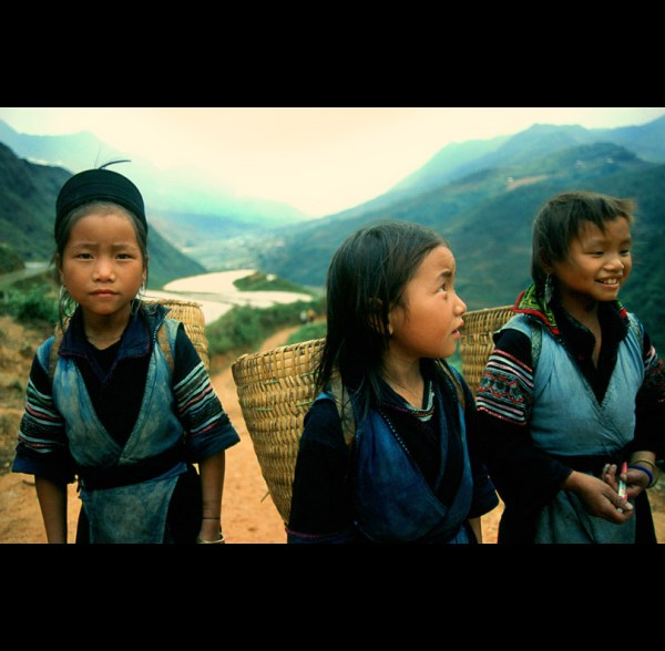 Image: girls from the hill tribes of Vietnam - by PIXistenz