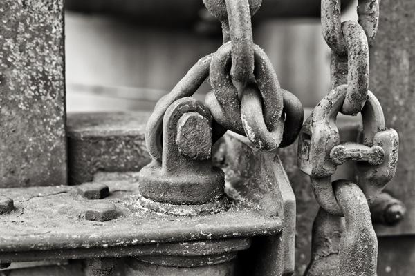 Eckert_BW_2_Chains.jpg