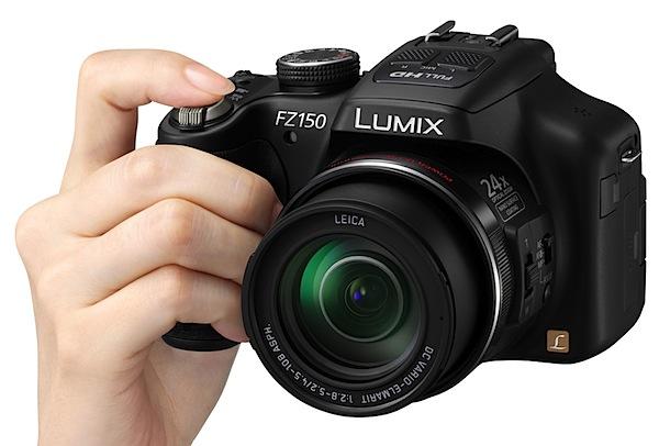 Panasonic Lumix DMC-FZ150 Hand3.jpg