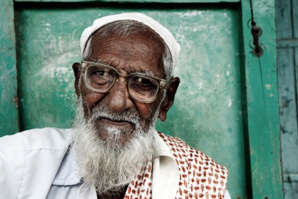 Image: Old man with glasses, India :: 35 mm, fstop 5, 1\\125