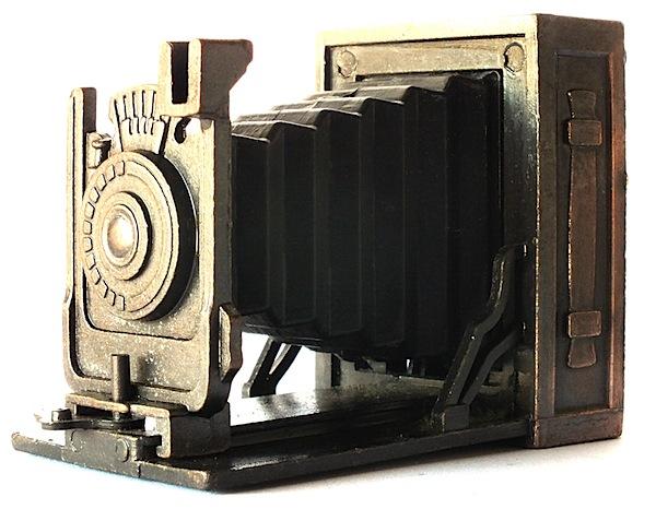 Vintage camera miniature.jpg