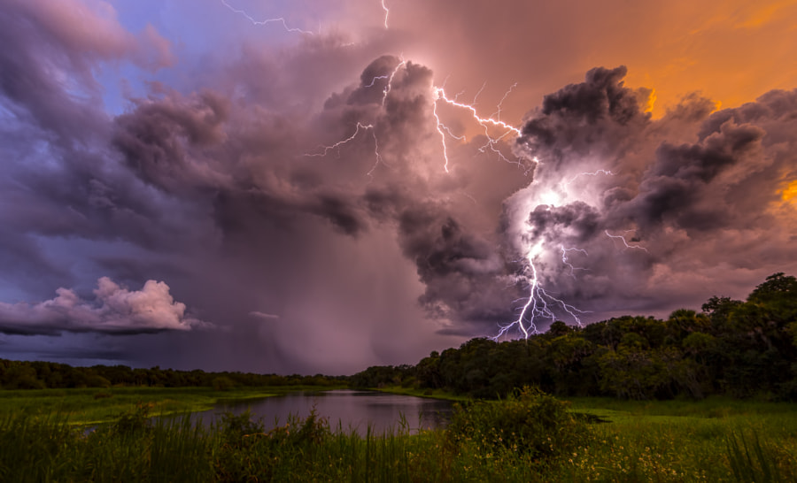 6 Tips On Photographing Lightning During The Day
