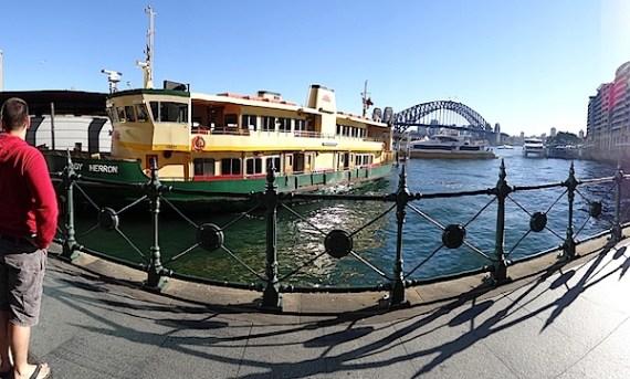 桥和渡船全景1.JPG