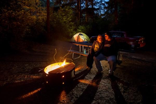 night-campfire-photography-010
