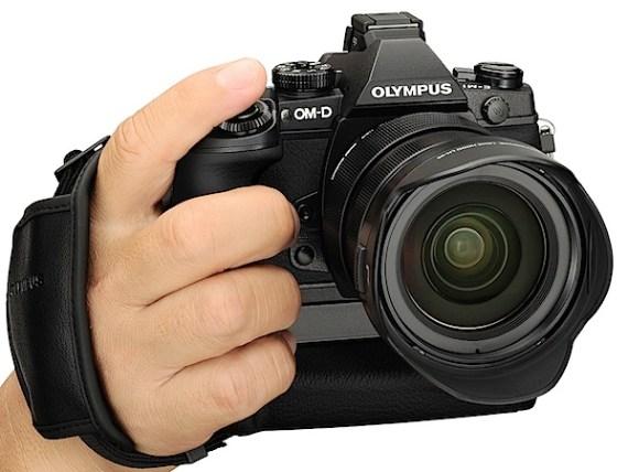奥林巴斯OM-D E-M1评测front.jpg