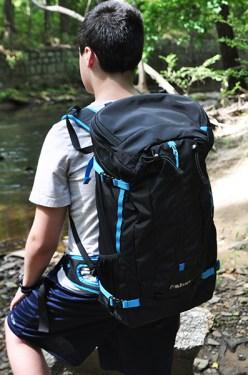 肩部和腰部的肩带稳定有助于保持舒适,均匀的重量分布。