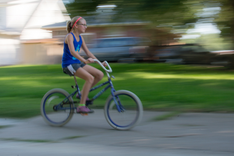 motion-and-composition-bike-center-panning