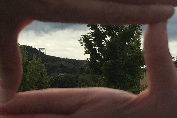 frame-the-scene-hands