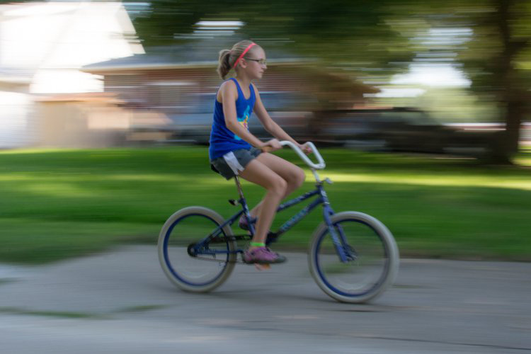 motion-and-composition-bike-center-panning-2