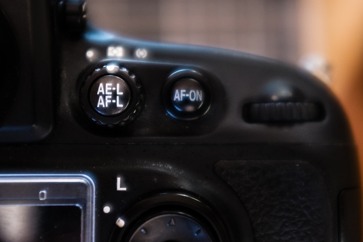 Exposure/focus lock button