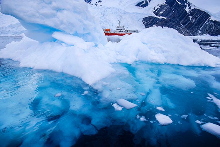 iceberg and ship landscape photography mistake
