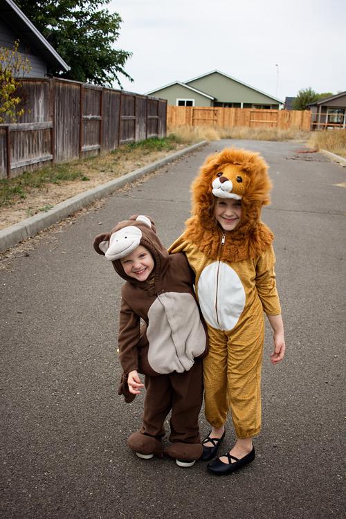 duas meninas em traje 24mm