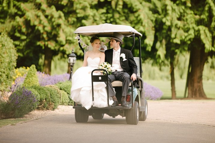 lenses for wedding photographers couple in golf cart