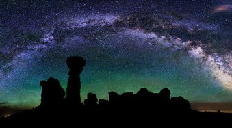 How to Photograph the Full Band of the Milky Way