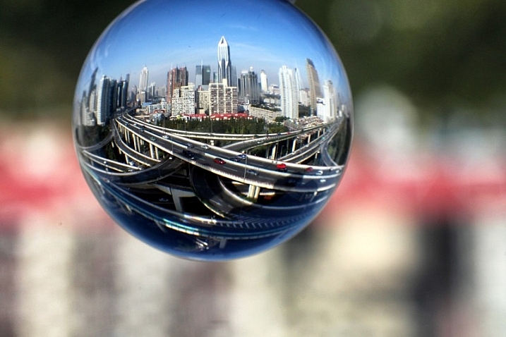 7 Tips For Doing Crystal Ball Refraction Photography