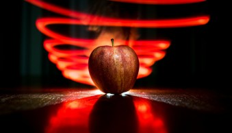 How to do Light Painting with a Piece of Fruit and a Cell Phone