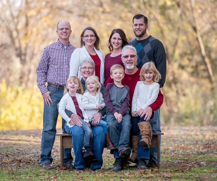 pose family group portraits