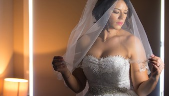 6 Tips for Posing Hands in Wedding and Portrait Photography